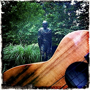 kamaka ukulele, ghandi, union square, nyc, jason poole, accidental hawaiian crooner